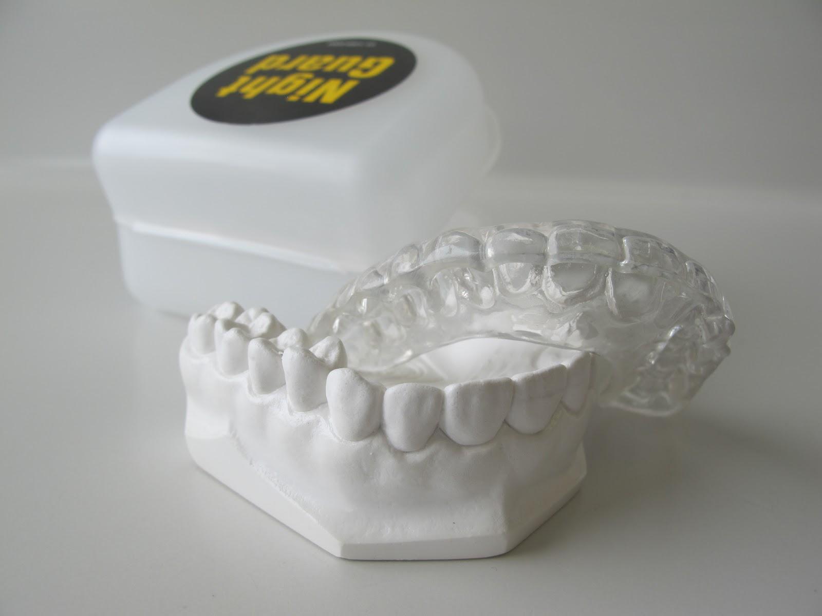La férula de descarga se realiza a partir de un molde exacto de la boca del paciente