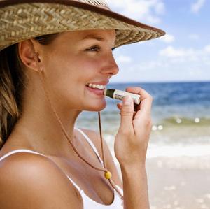 Debemos cuidar nuestros labios de la exposición solar durante el verano